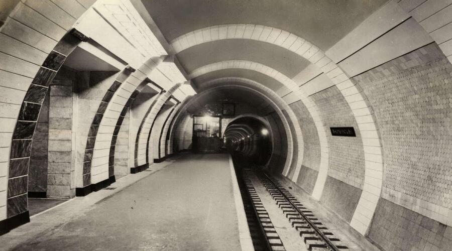 Станция метро «Площадь Дзержинского», ныне «Лубянка». Архитектор Николай Ладовский