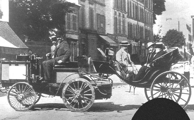 Автомобиль De Dion Bouton на гонках Париж-Руан в 1894 г.