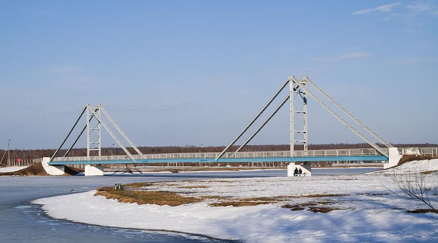 Пешеходный мост через Бельское озеро в Бронницах