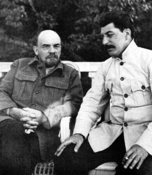 В. И. Ленин и И. В. Сталин в Горках, 1922 г.