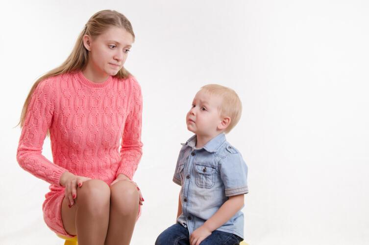 Маленькому ребёнку нетрудно промыть мозги — критического мышления ещё нет