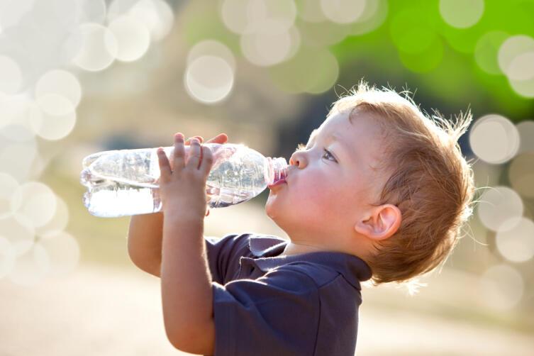 Если пить воду в достаточном количестве каждый день, мозговая активность повышается на 15%