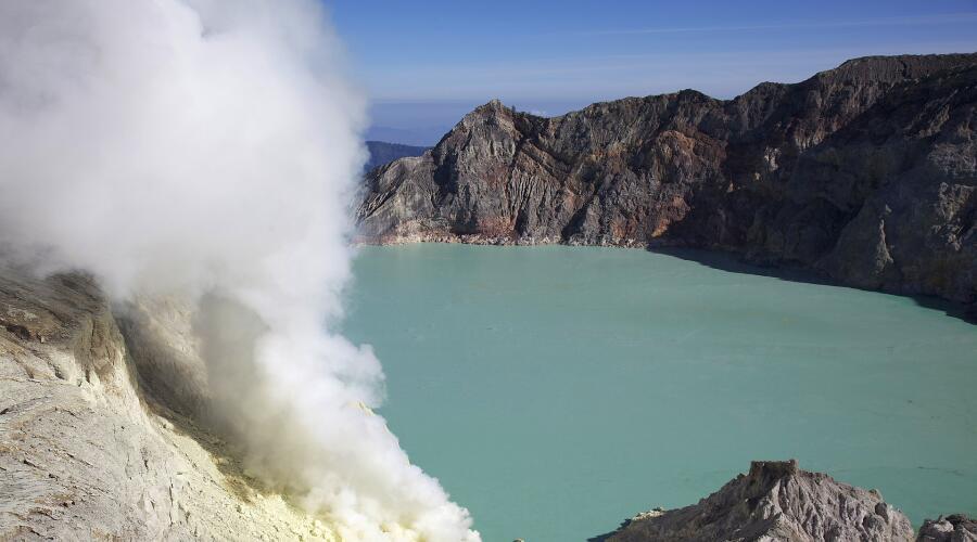 Вулканическое озеро Кавах