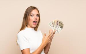 Идеальный вариант – не работать вообще, а деньги чтобы приходили сами, причём с каждым днем больше и больше.