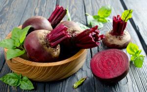 Чем полезна свекла и какие целебные блюда можно из нее приготовить?