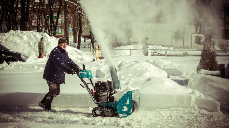 Как убирают с улиц снег?
