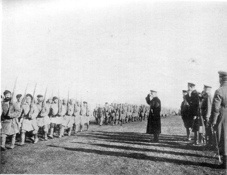 Колчак принимает парад. Близ Тобольска, сентябрь — октябрь 1919 г.