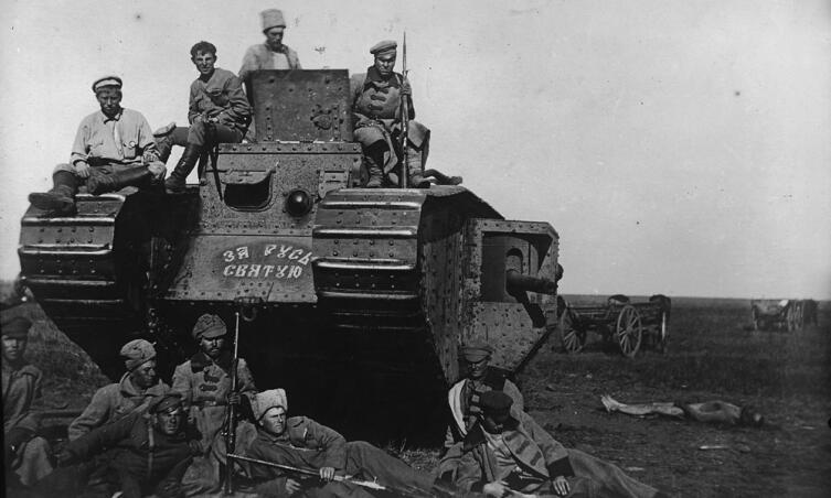 Танк, захваченный воинами 51-й стрелковой дивизии под Каховкой 14 октября 1920 г.