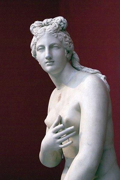 Статуя Афродиты в Национальном археологическом музее в Афинах