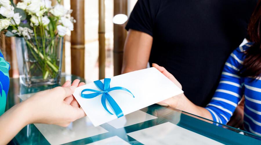 Подарочный сертификат в салон красоты - отличный подарок