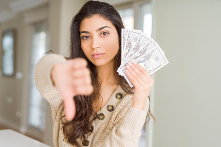 Бедный деньги не любит, а вот богатый - наоборот