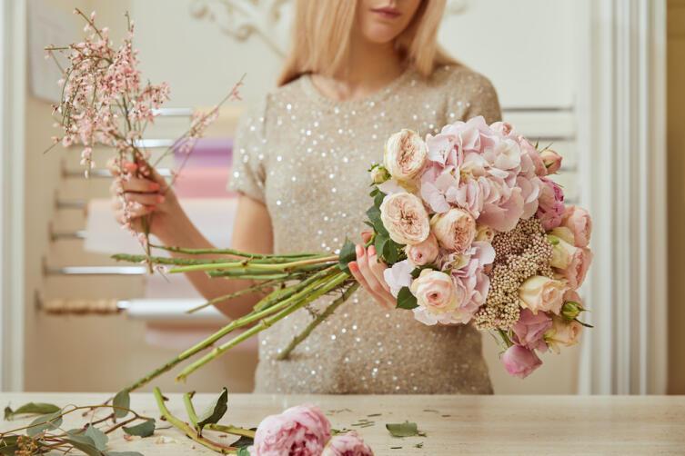 Как продлить жизнь букету роз, тюльпанов и другим цветам в вазе?