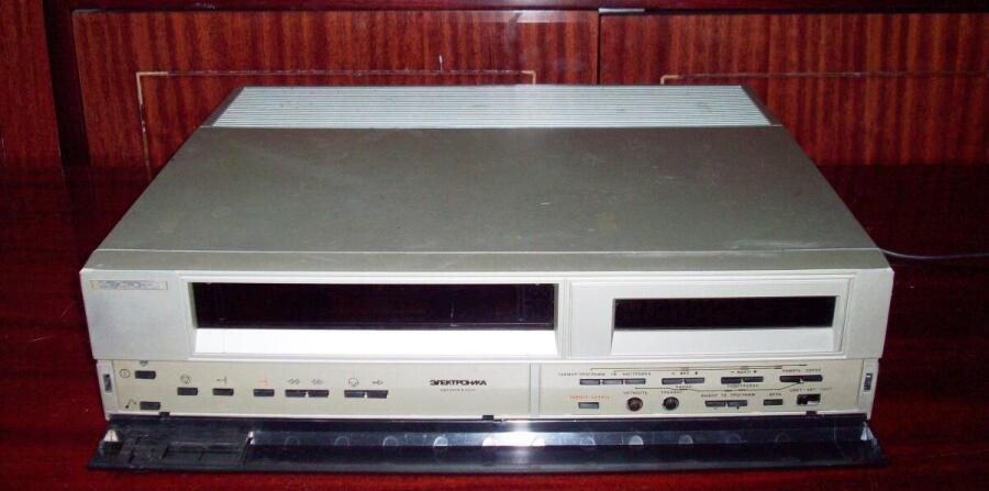 Видеомагнитофон «Электроника ВМ-18»