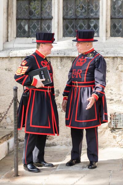Кто такие йоменские стражи, или бифитеры? История формы