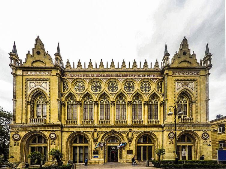 Здание Исмаиля в Баку, где располагался республиканский филиал Академии наук СССР