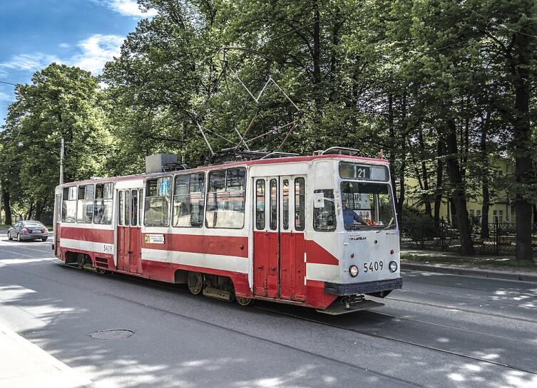 Трамвай образца 70−80 годов