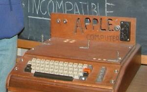 Из какой «синей коробочки» выкатилось надкушенное яблочко?