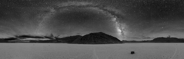 Панорама Млечного Пути, сделанная в Долине Смерти, США, 2005 г.