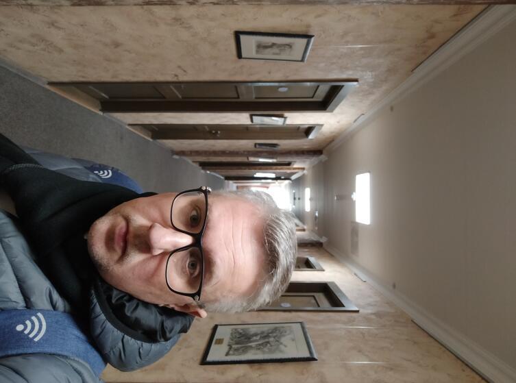 Автор в коридоре гостиницы