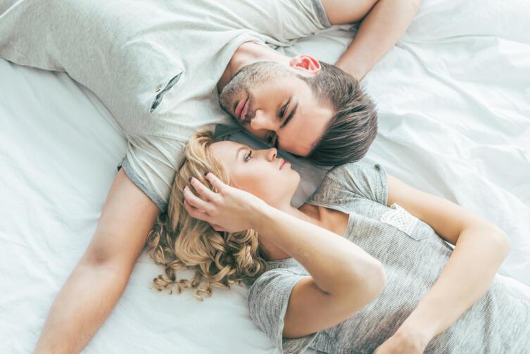 Общительный Водолей о любви предпочитает помалкивать, наблюдать и делать выводы