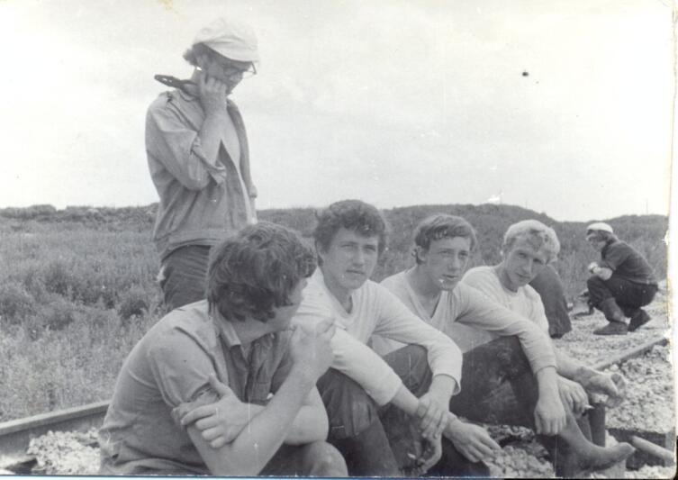 Автор- сидит второй слева. Кузнецк Пензенской области. Стройотряд 1976 г.