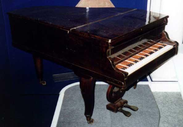 Энгармоническое фортепиано Одоевского в экспозиции Музея им. Глинки
