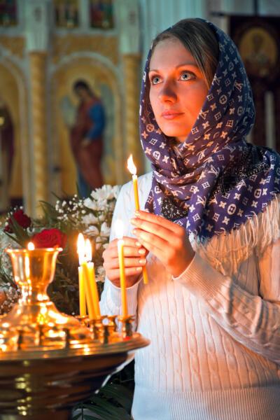 Женщина в церкви: что ей запрещено и почему?