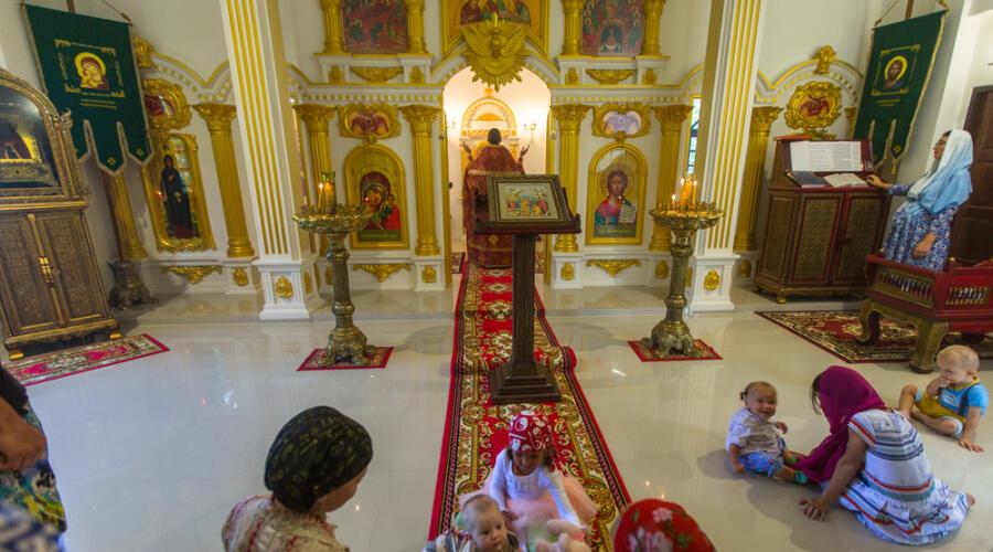 Кох Чанг, Таиланд - 4 марта 2018 года: во время воскресного богослужения в Русской Православной Церкви