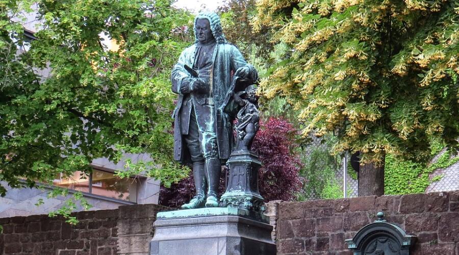 Памятник Иоганну Себастьяну Баху в егго родном городе Эйзенахе