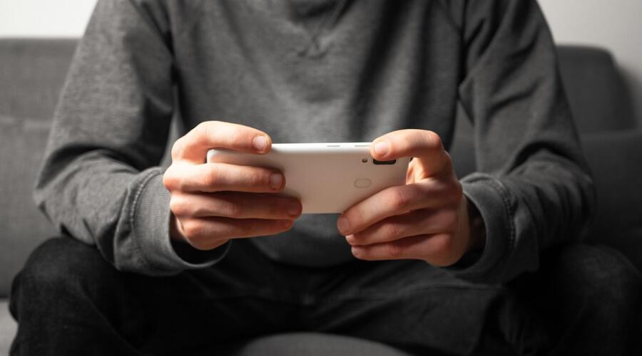 В какие мобильные игры можно играть с друзьями?