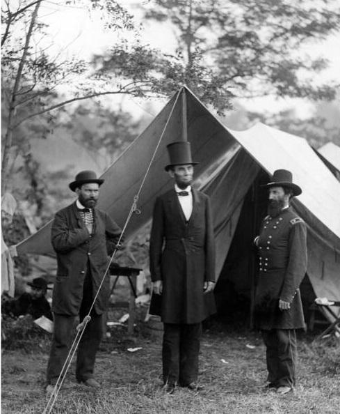 Алан Пинкертон, Авраам Линкольн и генерал Джон МакКлернанд во время битвы при Энтитеме. 1862 г.