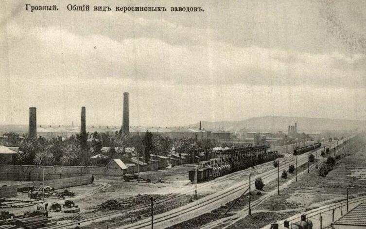 «Общий вид на керосиновые заводы. Грозный, 1910-е гг.»