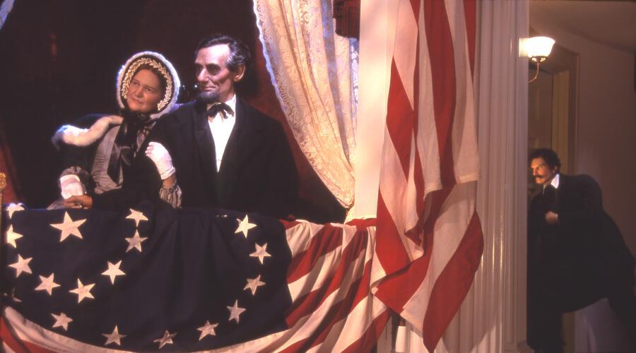 Реконструкция последних мгновений жизни президента (фигура Бута на заднем плане)