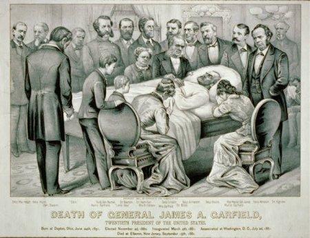 У кровати умирающего Джеймса Гарфилда