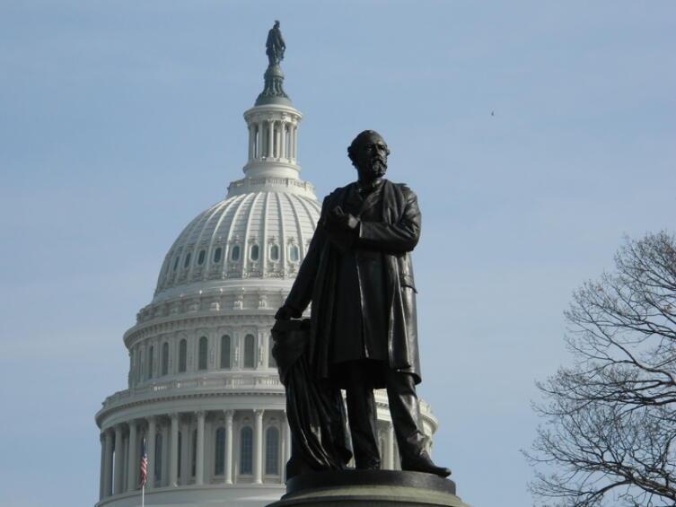 Памятник Джеймсу Абраму Гарфилду у Капитолия. Вашингтон