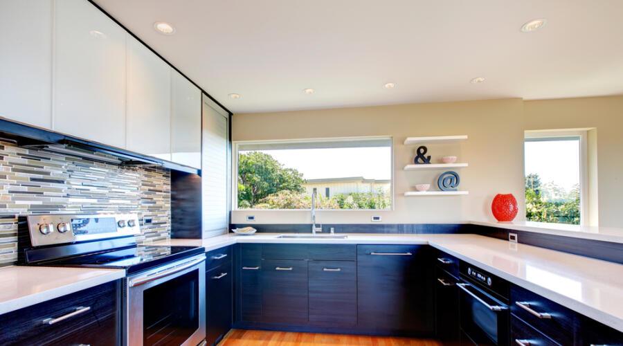 Чем хороши кухнидо потолка?