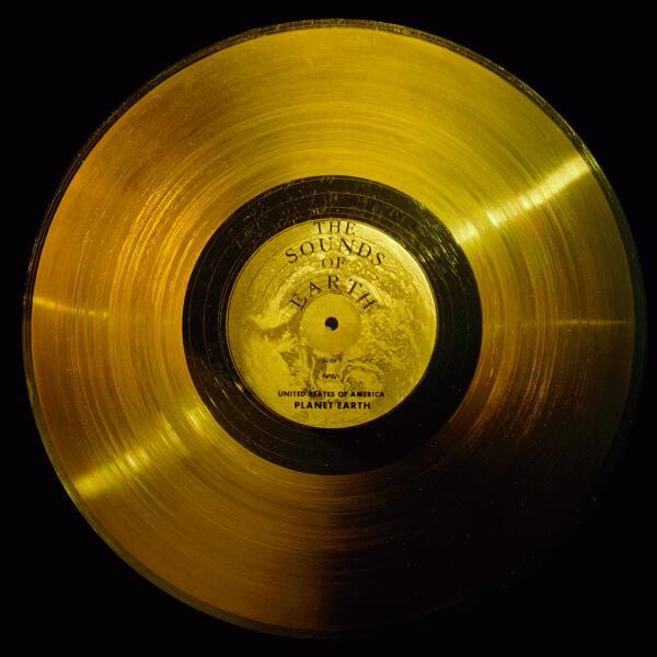 Золотая пластинка с композициями и звуками Земли