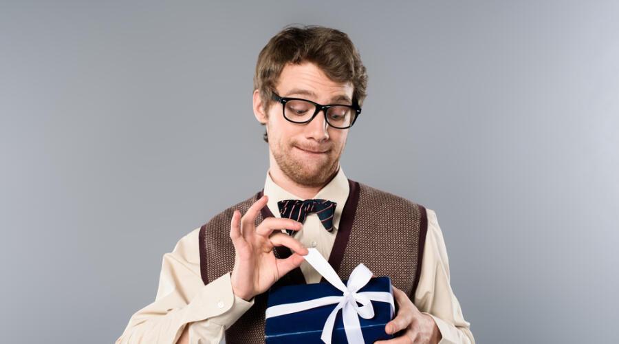 Неприличный подарок, или Что не стоит дарить, доверяя приметам?