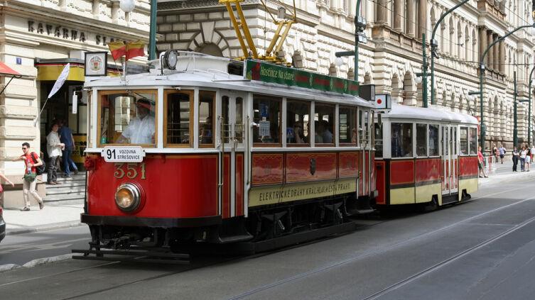 Старинный трамвай в Праге