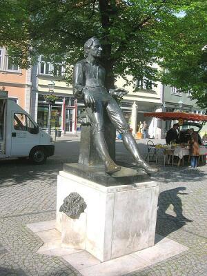 Памятник молодому Баху, город Арнштадт