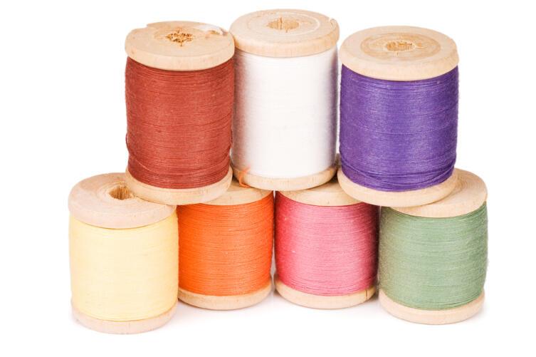 Потребуются нитки разных цветов