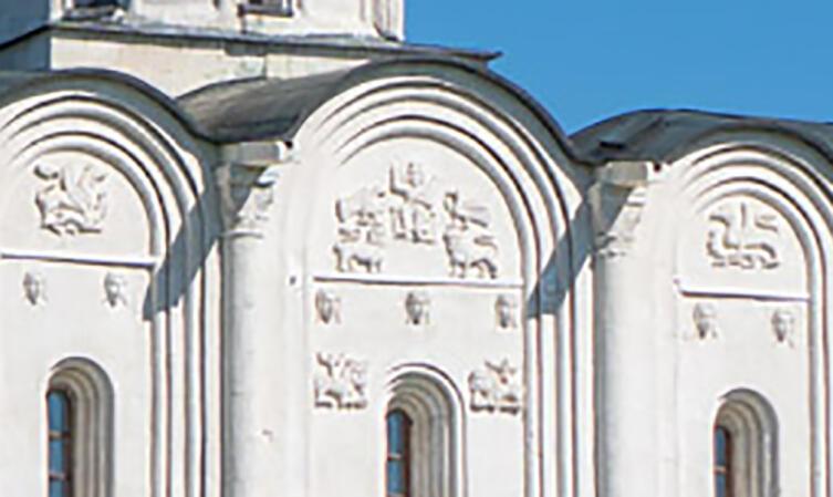 Часть рельефной композиции храма
