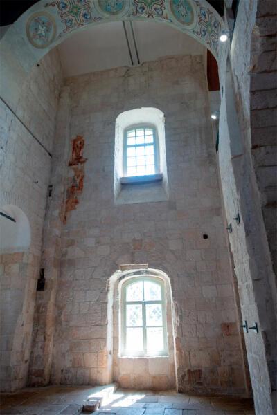 Остатки фрески на южной стене