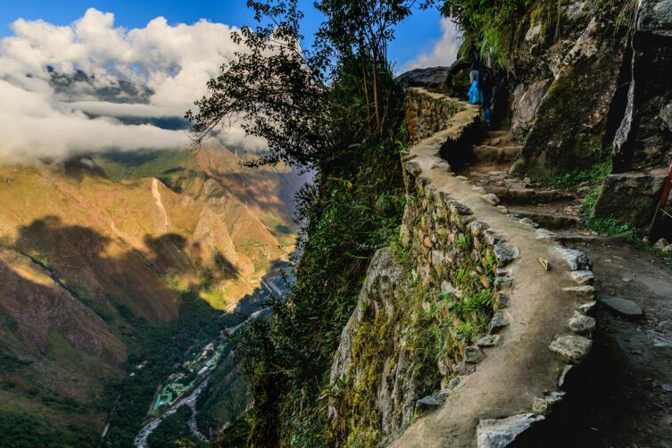 Старая дорога через мост инков, ведущая к Мачу-Пикчу