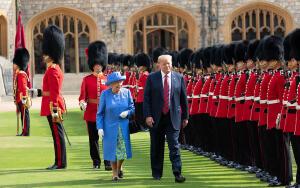Как правит страной английская королева Елизавета?