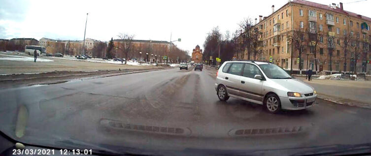 Фрагмент видео с нарушителем ПДД