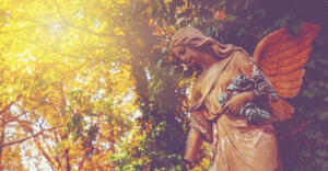 Прислушайтесь... в лёгком шелесте листвы и дуновении ветра услышьте Ангела-хранителя...
