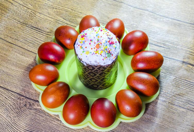 Как окрасить пасхальные яйца?