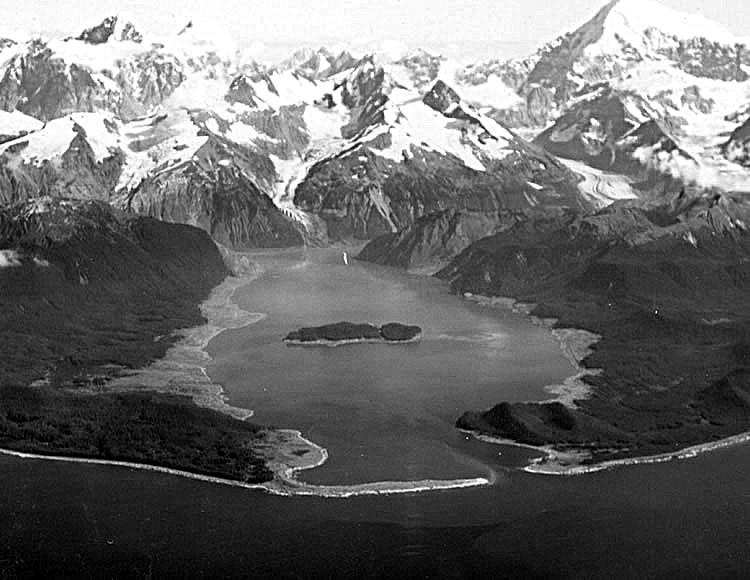 Залив Литуйя после землетрясения и цунами 9 июля 1958 г.