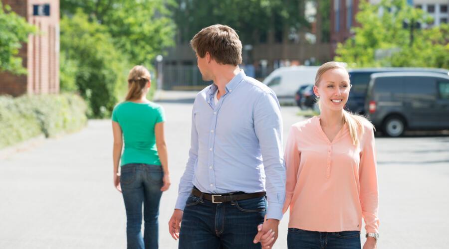Какие три главные ошибки совершают девушки в начале отношений?